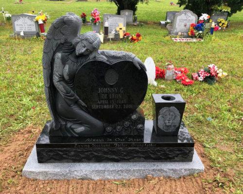 https://www.monumentsofvictoria.com/wp-content/uploads/2020/07/De-Leon-Johnny-Angel-with-heart-Jet-Black-1-500x400.jpg